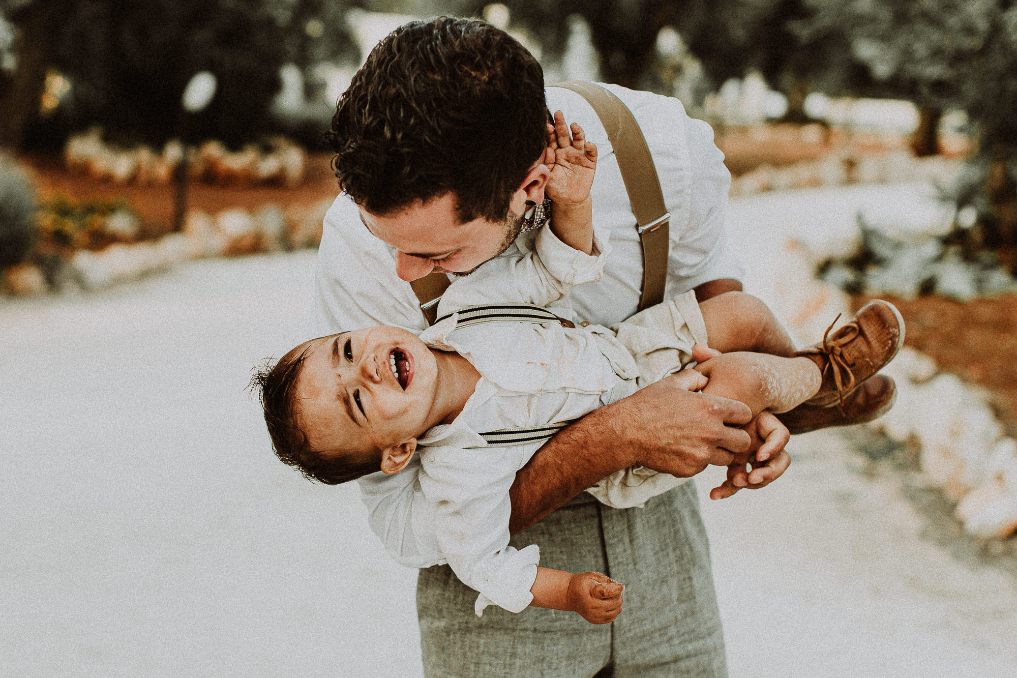 dad and son playing at the wedding-elopement-photographer-destination-puglia-boho-vintage-creative-intimate-288